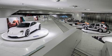 Vehicle, Car, Supercar, Automotive design, Car dealership, Sports car, Auto show, Porsche, Building, Porsche 911 gt1,
