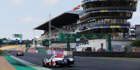 Vehicle, Race track, Race car, Endurance racing (motorsport), Sports car racing, Car, Motorsport, Racing, Mode of transport, Auto racing,