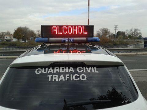 Motor vehicle, Vehicle, Car, Automotive exterior, Transport, Signage, Mode of transport, Advertising, Sign, Roof rack,