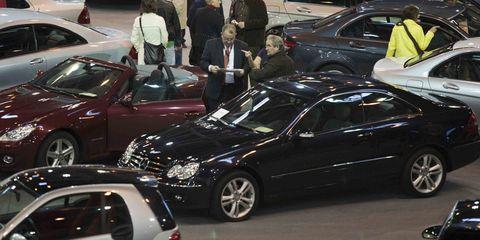 Land vehicle, Vehicle, Automotive design, Car, Personal luxury car, Alloy wheel, Rim, Mid-size car, Luxury vehicle, Full-size car,