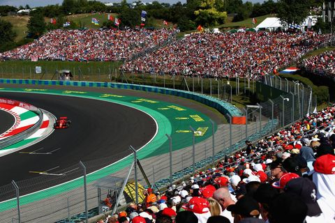 Sport venue, Race track, Crowd, Stadium, Sports, Racing, Audience, Motorsport, Vehicle, Competition event,
