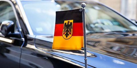 Motor vehicle, Vehicle, Car, Yellow, Vintage car, Flag, Emblem, Antique car, Classic, Hood,