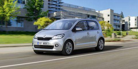 Motor vehicle, Tire, Wheel, Automotive mirror, Automotive design, Mode of transport, Daytime, Window, Vehicle, Transport,