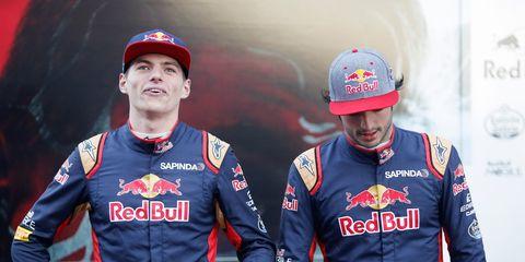 Team, Helmet, Formula one, Vehicle, Sports, Motorsport, Jersey, Gesture,