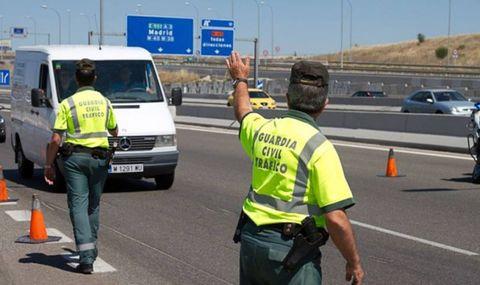 Motor vehicle, Transport, Lane, Mode of transport, Road, Asphalt, Vehicle, High-visibility clothing, Pedestrian, Traffic,