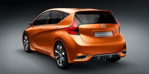 Motor vehicle, Mode of transport, Automotive design, Vehicle, Car, Hatchback, Automotive mirror, Vehicle door, Bumper, Automotive light bulb,