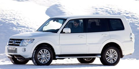 Tire, Wheel, Automotive tire, Automotive design, Vehicle, Land vehicle, Automotive mirror, Car, Vehicle door, Automotive exterior,