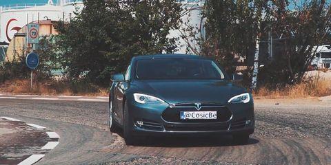 Land vehicle, Vehicle, Car, Tesla model s, Automotive design, Motor vehicle, Tesla, Mode of transport, Sedan, Rim,