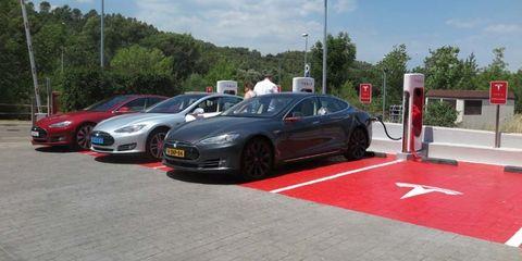 Land vehicle, Vehicle, Car, Tesla model s, Tesla, Luxury vehicle, Sedan, Performance car, Automotive design, Electric car,