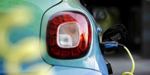 Land vehicle, Vehicle, Car, Automotive lighting, Headlamp, Light, Automotive tail & brake light, City car, Mini e, Mini,