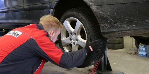 Tire, Alloy wheel, Automotive tire, Wheel, Auto part, Rim, Automotive wheel system, Automobile repair shop, Mechanic, Auto mechanic,