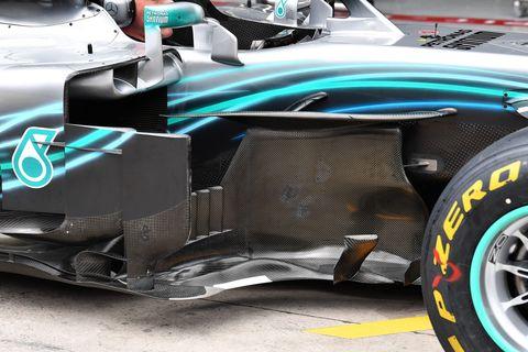 Land vehicle, Vehicle, Tire, Car, Automotive tire, Formula one tyres, Automotive design, Formula libre, Race car, Formula one car,