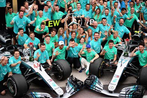 Motor vehicle, Green, Team, Vehicle, Crowd, Crew, Race car, Automotive design, Car, Open-wheel car,
