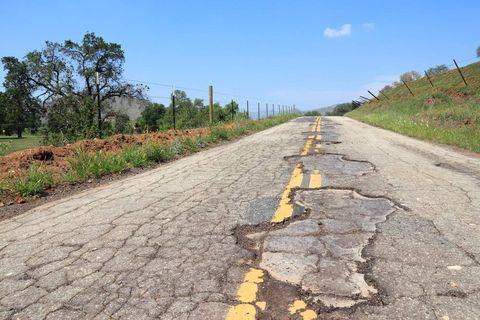 Road, Thoroughfare, Asphalt, Road surface, Infrastructure, Grass, Land lot, Trail, Landscape, Soil,