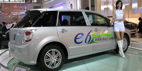 Motor vehicle, Automotive design, Vehicle, Land vehicle, Car, Automotive lighting, Fender, Vehicle door, Automotive tire, Rim,