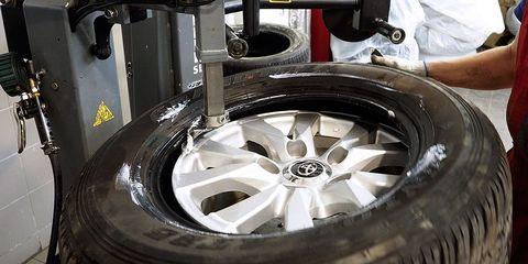 Tire, Alloy wheel, Rim, Automotive tire, Wheel, Auto part, Automotive wheel system, Spoke, Vehicle, Synthetic rubber,