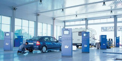 Automotive parking light, Vehicle door, Automotive exterior, Floor, Car, Ceiling, Automotive lighting, Parking, Alloy wheel, Machine,