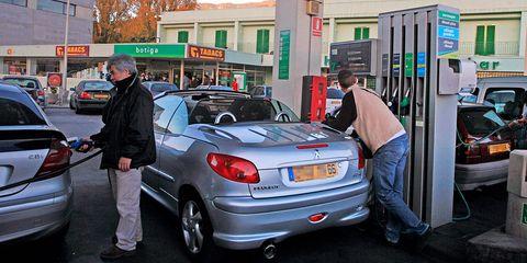 Land vehicle, Car, Motor vehicle, Vehicle, Vehicle door, Peugeot 206, Peugeot, Automotive exterior, Subcompact car, Hatchback,