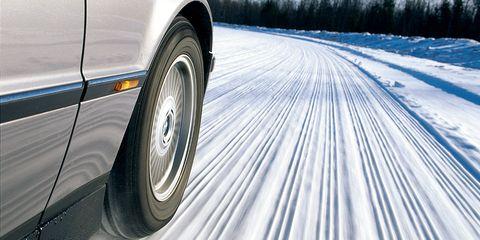 Tire, Automotive tire, Vehicle, Wheel, Car, Automotive wheel system, Snow, Auto part, Automotive exterior, Winter,
