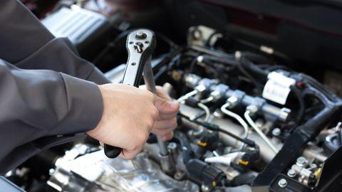 Engine, Auto part, Automobile repair shop, Motor vehicle, Auto mechanic, Mechanic, Vehicle, Automotive engine part, Car, Fuel line,