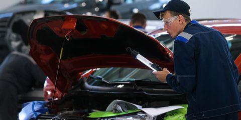 motor vehicle, vehicle, automotive design, hood, car, vehicle door, windshield, automotive exterior, mid size car, glass,
