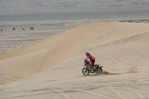 Sand, Desert, Natural environment, Erg, Dune, Aeolian landform, Sahara, Vehicle, Landscape, Ecoregion,