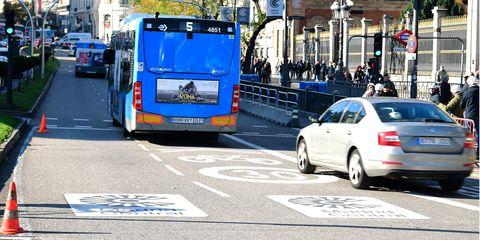 Land vehicle, Vehicle, Transport, Motor vehicle, Mode of transport, Lane, Car, Bus, Road, Street,