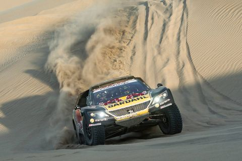 Land vehicle, Vehicle, Racing, Motorsport, Off-road racing, Desert racing, Rally raid, Auto racing, Car, Dust,