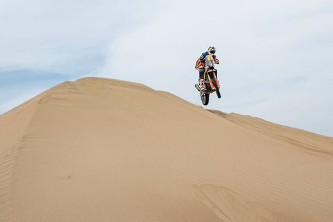 Sand, Natural environment, Desert, Erg, Aeolian landform, Vehicle, Landscape, Extreme sport, Soil, Dune,