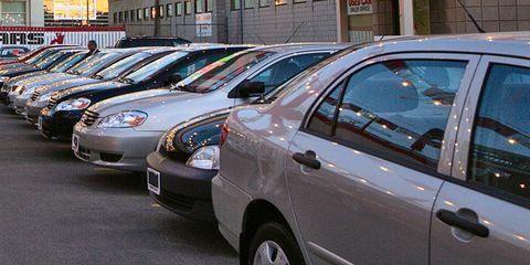 Land vehicle, Vehicle, Car, Motor vehicle, Parking, Compact car, Toyota, Parking lot, City, Sedan,