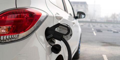 Land vehicle, Vehicle, Car, White, Motor vehicle, Automotive design, Vehicle door, Wheel, Alloy wheel, Automotive tire,