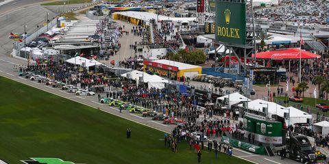 Urban area, Race track, Vehicle, Stadium, Sport venue, Crowd, Urban design,