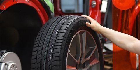 Tire, Synthetic rubber, Automotive tire, Tread, Auto part, Wheel, Alloy wheel, Automotive wheel system, Motor vehicle, Rim,