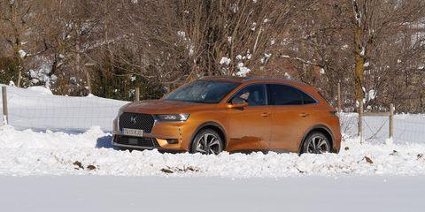Land vehicle, Vehicle, Car, Motor vehicle, Snow, Automotive design, Sport utility vehicle, Compact sport utility vehicle, Winter, Mid-size car,