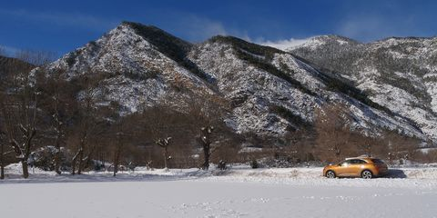 Snow, Winter, Mountainous landforms, Mountain, Vehicle, Mountain range, Geological phenomenon, Tree, Car, Freezing,