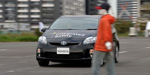 Land vehicle, Vehicle, Car, Hatchback, Toyota, Toyota prius, City car, Compact car, Subcompact car, Automotive wheel system,