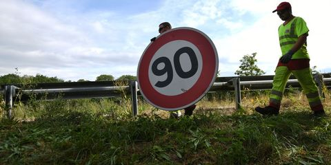 Traffic sign, Sign, Signage, Motor vehicle, Speed limit, Grass, Road, Street sign,