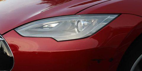 Land vehicle, Vehicle, Car, Headlamp, Automotive lighting, Light, Red, Automotive design, Hood, Mid-size car,