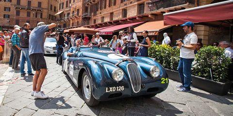 Land vehicle, Vehicle, Car, Motor vehicle, Antique car, Classic, Classic car, Coupé, Vintage car, Automotive design,
