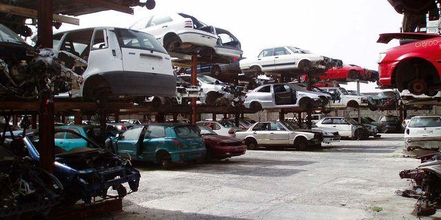 land vehicle, vehicle, motor vehicle, car, transport, mode of transport, scrap, traffic, parking, parking lot,