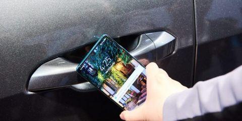 Vehicle door, Automotive exterior, Automotive lighting, Technology, Bumper, Auto part, Vehicle, Smartphone, Gadget, Car,