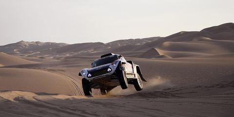 Land vehicle, Desert, Natural environment, Vehicle, Desert racing, Off-roading, Sand, Automotive design, Car, Aeolian landform,