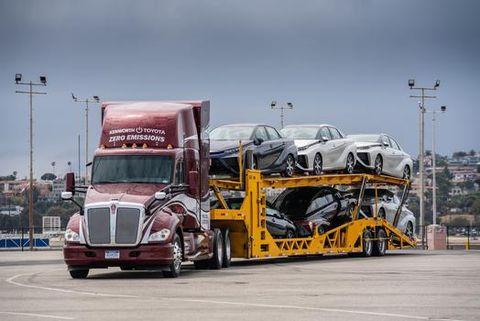 Land vehicle, Vehicle, Transport, Motor vehicle, Mode of transport, Car, trailer truck, Commercial vehicle, Truck, Automotive design,