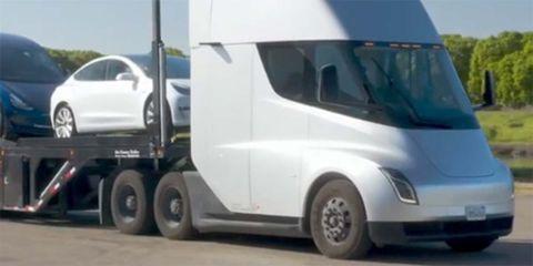 Land vehicle, Vehicle, Car, Transport, RV, Commercial vehicle, Motor vehicle, Mode of transport, Light commercial vehicle, Truck,