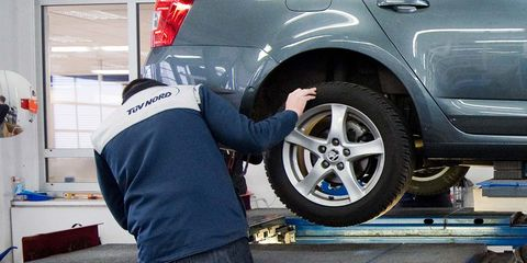 tire, alloy wheel, automotive tire, wheel, motor vehicle, automobile repair shop, vehicle, auto part, car, rim,