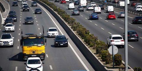 Road, Motor vehicle, Lane, Mode of transport, Highway, Traffic, Vehicle, Freeway, Transport, Thoroughfare,