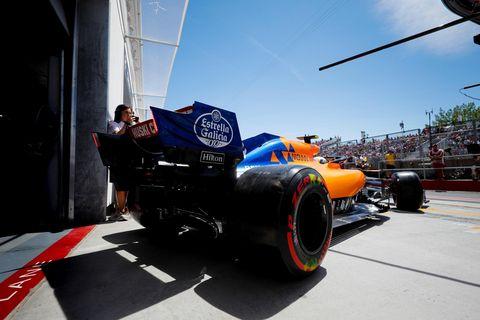 Tire, Formula one tyres, Automotive tire, Formula libre, Vehicle, Automotive design, Race car, Formula one, Formula one car, Car,