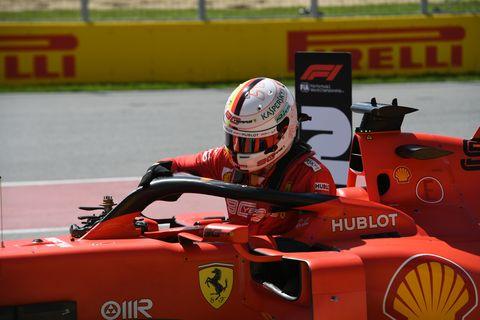 Formula libre, Race track, Race car, Vehicle, Sports, Motorsport, Formula racing, Open-wheel car, Racing, Helmet,