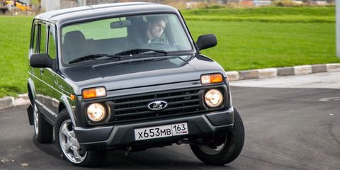 Land vehicle, Vehicle, Car, Lada niva, Sport utility vehicle, Ford motor company, Hardtop,
