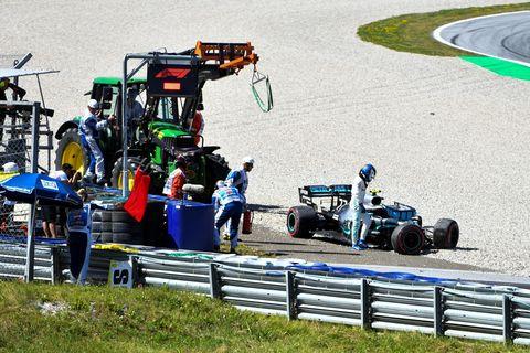 Race track, Vehicle, Sport venue, Motorsport, Racing, Formula one, Race car, Formula one car, Open-wheel car, Car,